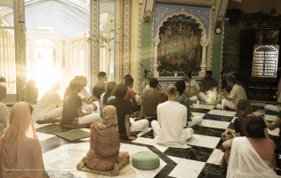 Kirtan with the bus tour