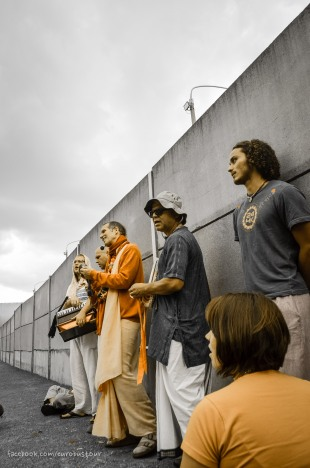 Berlin wall with Sacinandana Swami